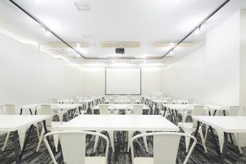 みんなの会議室 品川 Room A | 入口から奥