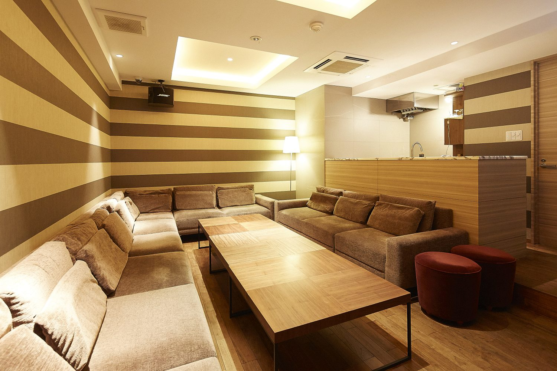 Lounge-R スペースA | スペース右側から奥