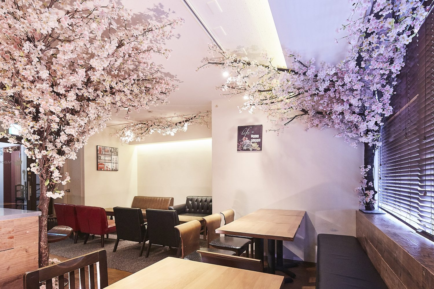 Mace 西新宿 | ★3/15~4/30 期間限定で桜の装飾★