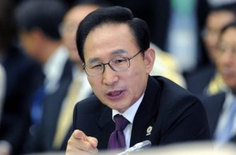 (FILES) In this file photo taken on November 20, 2012 South Korean President Lee Myung-Bak attends the East Asian Summit Plenary Session at the Peace Palace in Phnom Penh. South Korean prosecutors on March 6, 2018 summoned former president Lee Myung-bak for questioning as a criminal suspect in a bribery scandal, a report said.  / AFP PHOTO / Jewel SAMAD