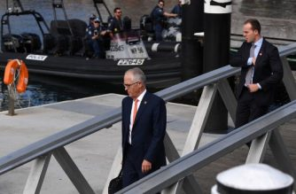 Australia's Prime Minister Malcolm Turnbull (C) leaves as police patrol Darling Harbour on the first day of the Association of Southeast Asian Nations (ASEAN) summit in Sydney on March 16, 2018. / AFP PHOTO / Saeed KHAN