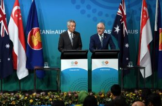 Australia's Prime Minister Malcolm Turnbull (R) speaks as Singapore's Prime Minister Lee Hsien Loong (L) looks on, during a joint press conference to conclude the Association of Southeast Asian Nations (ASEAN) summit in Sydney on March 18, 2018. / AFP PHOTO / Saeed KHAN