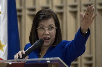 "(File photo) Philippine's Chief Justice Maria Lourdes Sereno gestures during ""Women vs Strongman: Filipinas Resisting"" forum at the University of the Philippines (UP) in Manila on March 22, 2018. / AFP PHOTO / NOEL CELIS"