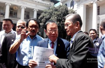 (File photo) Solicitor General Jose Calida holds a copy of the quo warranto petition he filed with the Supreme Court against Chief Justice Maria Lourdes Sereno on March 5, 2018.  (Photo by Moira Encina, Eagle News Service)