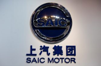 The logo of Chinese car manufacturer Shanghai Automotive Industry Corporation (SAIC) Motor is displayed at the Auto China 2012 car show in Beijing on April 26, 2012. Carmakers at the Beijing auto show are due to unveil scores of clean energy vehicles as they try to convince Chinese customers to swap gas-guzzling SUVs for cleaner but slower and pricier options. AFP PHOTO / Ed Jones / AFP PHOTO / Ed Jones