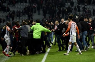 Lille's supporters invade the pitch  at the end of the French L1 football match between Lille (LOSC) and Montpellier (MHSC) on March 10, 2018, at the Pierre Mauroy Stadium in Lille, northern France. / AFP PHOTO / Francois Lo Presti
