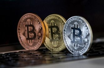 "A picture taken on February 6, 2018 shows a visual representation of the digital crypto-currency Bitcoin, at the ""Bitcoin Change"" shop in the Israeli city of Tel Aviv. / AFP Photo / Jack Guez"