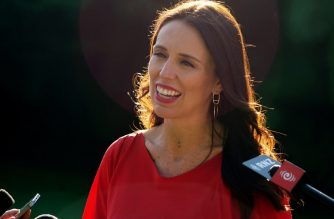 (FILE) New Zealand's Prime Minister Jacinda Ardern speaks to the media after meeting with former US president Barack Obama at Goverment House in Auckland on March 22, 2018. Obama is in New Zealand for a three-day trip. / AFP Photo / Andy Wharton
