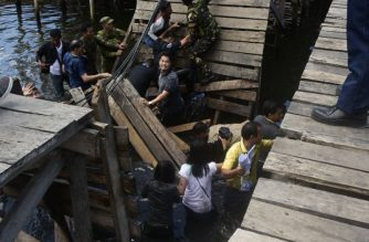 One of the footbridges that allegedly collapsed during a House of Representatives' committee's inspection of houses intended for Zamboanga siege victims on Thursday, April 26./Rep. Albee Benitez Twitter/