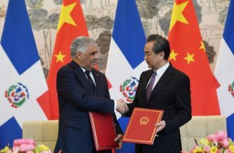 Dominican Republic Foreign Minister Miguel Vargas (L) shakes hands with China's Foreign Minister Wang Yi during a signing ceremony in Beijing on May 1, 2018. The Dominican Republic established diplomatic relations with China and cut off ties with Taiwan, the Caribbean country's government said -- whittling down Taipei's list of allies even more in the face of Beijing's growing influence. / AFP PHOTO / GREG BAKER