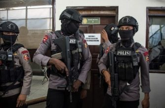 (File photo) Armed police provide security ahead of a court hearing for the prosecutors' recommendation for Aman Abdurrahman, leader of the Islamic State group (IS)-linked militant outfit Jamaah Ansharut Daulah, in Jakarta on May 18, 2018. / AFP PHOTO / BAY ISMOYO