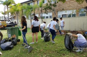 Youth members of the Church Of Christ aged 12 to 17 in Australia participate in a worldwide clean-up drive of their Binhi organization.  The clean-up of their community is part of the activities under the Worldwide Binhin Summit last April.  (Photo courtesy EBC Australia)