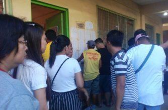 Kakulangan ng mga voting official dahilan ng pagbagal ng botohan sa ibang presinto sa isang paaralan sa Bulacan