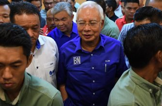 Outgoing Malaysian prime minister Najib Razak of the Barisan National party coalition leaves after addressing the media at the party headquarters in Kuala Lumpur on May 10, 2018.  / AFP Photo/ Mohd Rasfan
