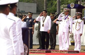President Rodrigo Roa Duterte salutes to the honor guards after he is accorded with foyer honors upon his arrival at the Coconut Palace of the Cultural Center of the Philippines (CCP) Complex in Roxas Boulevard, Manila for the Philippine Navy's 120th anniversary on May 22, 2018. Joining the President are Philippine Air Force Commander Lieutenant General Galileo Kintanar Jr., Armed Forces of the Philippines Chief of Staff General Carlito Galvez Jr. and Philippine Navy Commander Vice Admiral Robert Empredad. RENE LUMAWAG/PRESIDENTIAL PHOTO