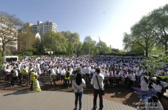 Hundreds of Iglesia Ni Cristo (Church Of Christ) members at the starting line in the United Kingdom site of the May 6 Worldwide Walk to Fight Poverty.  (EBC UK Bureau, Eagle News Service)