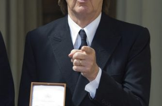 British musician Paul McCartney poses with his medal after an investiture ceremony at Buckingham Palace in London where was made a Companion of Honour on May 4, 2018.  / AFP PHOTO / POOL / Bradley PAGE
