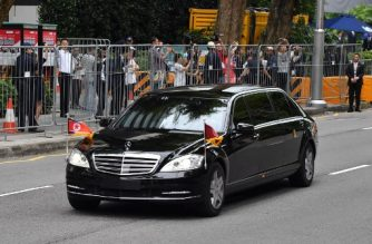 A motorcade transporting North Korea's leader Kim Jong Un sets off to Sentosa, the resort island where Kim is scheduled to meet with US President Donald Trump for a US-North Korea summit, from his hotel in Singapore on June 12, 2018. Donald Trump and Kim Jong Un will make history on June 12, becoming the first sitting US and North Korean leaders to meet, shake hands and negotiate to end a decades-old nuclear stand-off. / AFP PHOTO / ADEK BERRY