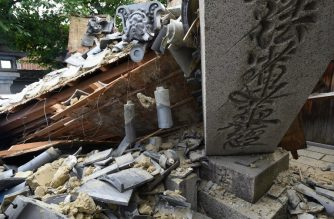 This picture shows a collapsed house following an earthquake in Ibaraki City, north of Osaka prefecture on June 18, 2018.  At least two people, including a child, were killed on June 18, after a strong quake rocked the second city of Osaka during the morning rush hour, Japan's government said. / AFP PHOTO / JIJI PRESS / STR / Japan OUT