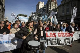 """Photo released by Noticias Argentinas showing workers of state-owned news agency Telam during a demonstration in Buenos Aires on June 27, 2018. Argentina's center-right government has sacked more than a third of the employees of state news agency Telam in a restructuring of the company while blasting its use as a political tool by the previous leftist administration of Cristina Kirchner. / AFP PHOTO / NOTICIAS ARGENTINAS / DAMIAN DOPACIO /  - Argentina OUT / RESTRICTED TO EDITORIAL USE - MANDATORY CREDIT """"AFP PHOTO - Noticias Argentinas / BYLINE - Damian DOPACIO"""" - NO MARKETING NO ADVERTISING CAMPAIGNS - DISTRIBUTED AS A SERVICE TO CLIENTS"""