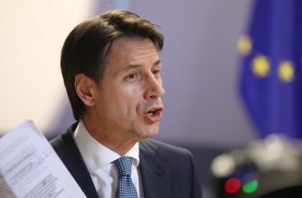 Italian prime minister Giuseppe Conte speaks to the press before leaving after the first day of the European Council on june 29, 2018, in Brussel European Union leaders reached a crucial deal on steps to tackle migration during all-night talks on June 29 after resolving a bitter row with Italy's hardline new premier. / AFP PHOTO / Ludovic MARIN
