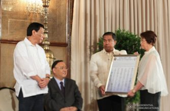 President Rodrigo Duterte witnesses the presentation of the pledge of commitment during the ceremonial signing of the Memorandum of Agreement (MOA) between the Commission on Higher Education (CHED) and state and local universities and colleges at the Malacañan Palace on June 13, 2018. Photo courtesy of ACE MORANDANTE/PRESIDENTIAL PHOTO