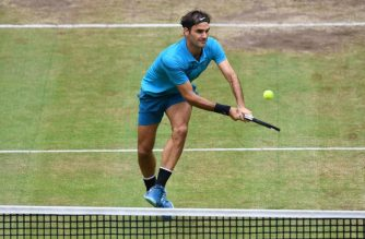 Roger Federer of Switzerland returns a ball to Borna Coric from Croatia during their final match at the ATP tennis tournament in Halle, western Germany, on June 24, 2018. / AFP Photo / Carmen Jaspersen