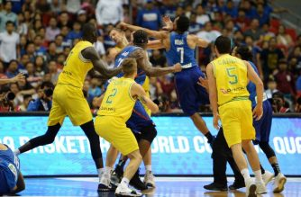 Philippine and Australian players engage in a brawl during their FIBA World Cup Asian qualifier game at the Philippine arena in Bocaue town, Bulacan province, north of Manila on July 2, 2018.  Australia won by default 89-53. / AFP PHOTO / TED ALJIBE