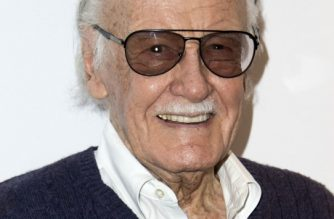 (FILES) In this file photo taken on August 22, 2017 Comic book writer Stan Lee attends the 'Extraordinary: Stan Lee', A Special Tribute Event hosted by Chris Hardwick at the Saban Theater, in Beverly Hills, California. Comic book legend Stan Lee has terminated a $1 billion lawsuit alleging that the entertainment company he co-founded had tricked him into signing away his image rights. / AFP PHOTO / VALERIE MACON