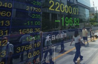 A stock indicator shows share prices on the Tokyo Stock Exchange in Tokyo on July 11, 2018. Tokyo stocks ended lower on July 11 as worries about a trade war resurfaced after the United States announced a new list of Chinese export goods subject to tariffs. / AFP PHOTO / Kazuhiro NOGI