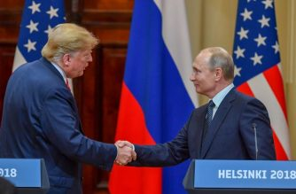 "US President Donald Trump (L) and Russia's President Vladimir Putin shake hands before attending a joint press conference after a meeting at the Presidential Palace in Helsinki, on July 16, 2018. The US and Russian leaders opened an historic summit in Helsinki, with Donald Trump promising an ""extraordinary relationship"" and Vladimir Putin saying it was high time to thrash out disputes around the world.  / AFP PHOTO / Yuri KADOBNOV"