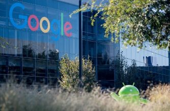 (FILES) In this file photograph taken on November 4, 2016,  a Google logo and Android statue are seen at the Googleplex in Menlo Park, California. / AFP PHOTO / JOSH EDELSON