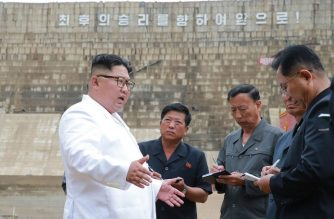 This undated picture released by Korean Central News Agency (KCNA) via KNS on July 17, 2018 shows North Korean leader Kim Jong Un (C) inspecting the construction site of a electrical power plant at Orang river in North Hamgyong Province. / AFP PHOTO / KCNA VIA KNS