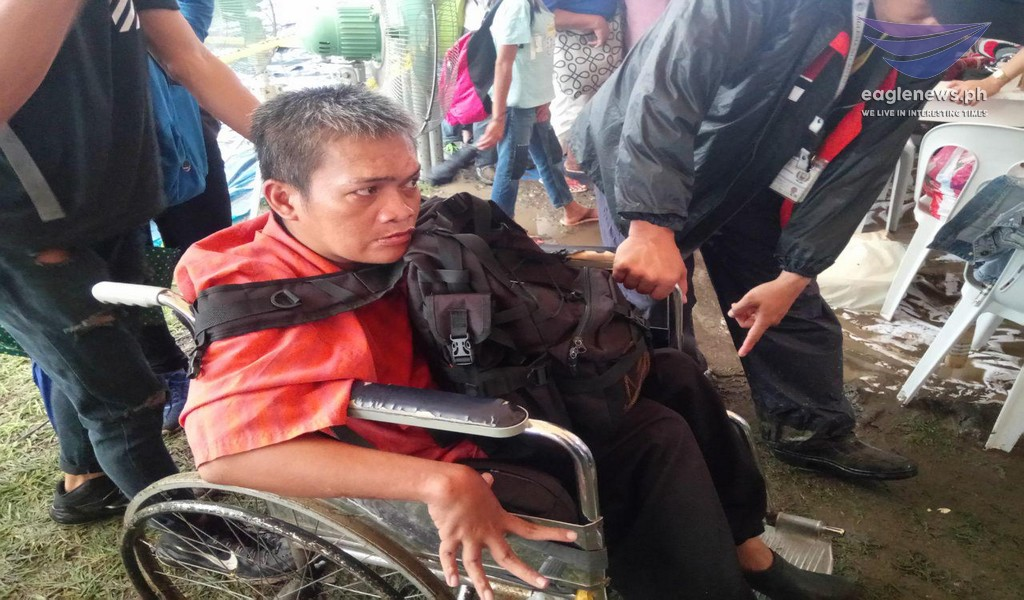 Senior citizens at PWDs, matiyagang pumipila para sa #lingaplabansakahirapan ng Iglesia Ni Cristo