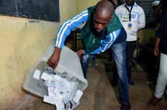 An election official empties the ballot box at a polling station on August 12, 2018 in Bamako during the counting of the votes after the second round of Mali's presidential elections. Malians were voting on August 12 in a presidential runoff likely to see the incumbent president returned to office despite criticism of his handling of the country's security crisis and allegations of election fraud. / AFP PHOTO / ISSOUF SANOGO