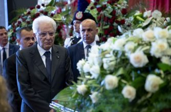 "A handout photo made available by the Quirinal Press Office shows Italian President Sergio Mattarella (L) paying respect to the victims before attending the State funeral, in Genoa on August 18, 2018.  / AFP PHOTO / Quirinale Press Office / Francesco AMMENDOLA / RESTRICTED TO EDITORIAL USE - MANDATORY CREDIT ""AFP PHOTO / QUIRINALE PRESS OFFICE"""