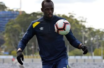 Thirty-one-year-old eight-time Olympic champion Usain Bolt trains with A-League football club Central Coast Mariners in Gosford on August 28, 2018.  / AFP PHOTO / Saeed KHAN / -- IMAGE RESTRICTED TO EDITORIAL USE - STRICTLY NO COMMERCIAL USE --