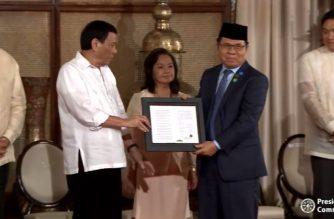 President Rodrigo Duterte leads ceremonial signing   of Bangsamoro Organic Law in Malacanang on Monday, August 6, 2018.   (Photo grabbed from RTVM)