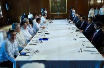 President Rodrigo Duterte met with high-ranking officials of Qatar on Wednesday night./Palace/