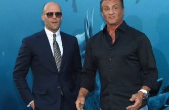 "Actors Jason Statham (L) and Sylvester Stallone (R) attend the US premiere of Warner Brothers Pictures ""The Meg"" in Los Angeles, California, on August 06, 2018. / AFP PHOTO / LISA O'CONNOR"