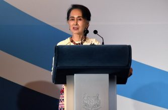 (File photo) Myanmar State Counsellor Aung San Suu Kyi delivers her address at the 43rd Singapore Lecture in Singapore on August 21, 2018.   Aung San Suu Kyi said on August 21 it is up to Bangladesh to decide how quickly Rohingya refugees will return to Myanmar, appearing to cast blame on the country for the delay. / AFP PHOTO / ROSLAN RAHMAN
