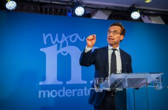 Ulf Kristersson, leader of the Moderate Party in Sweden, addresses supporters at an election night party following general election results in Stockholm on September 9, 2018. / AFP PHOTO / Jonathan NACKSTRAND