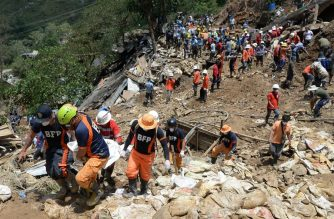 Rescuers carry a body bag containing the body of a victim of landslide during heavy rains at the height of Typhoon Mangkhut in Itogon town, Benguet province north of Manila on September 18, 2018. Philippine rescuers searched desperately for dozens feared buried under a landslide unleashed by Typhoon Mangkhut, which also left a trail of destruction in Hong Kong and saw millions evacuated in southern China. / AFP PHOTO / TED ALJIBE