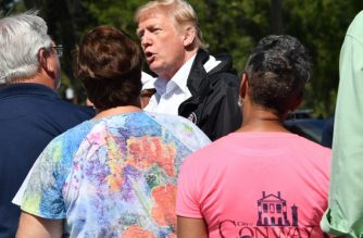 US President Donald Trump confers with residents in Conway, South Carolina, September 19, 2018, during a tour of areas devastated by Hurricane Florence.  / AFP PHOTO / Nicholas Kamm