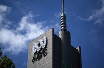 The logo for Australia's public broadcaster ABC is seen on its head office building in Sydney on September 27, 2018.  Australia's much-loved public broadcaster scrambled to salvage its hard-won reputation for impartiality on September 27, forcing out its chairman who stood accused of intervening in coverage to please the current government. / AFP PHOTO / Saeed KHAN