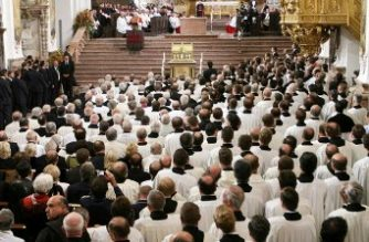 (File photo) The former pope of the Catholic Church, Pope Benedict XVI, presides over a meeting with the permanent priests and deacons 14 September 2006 in Saint Mary and Saint Corbiniano's Cathedral in Freising, where he and his brother Georg where together ordained priests 55 years ago in 1951. The pontiff ends here his six-day visit to his native Bavaria.     AFP PHOTO POOL/MAURIZIO BRAMBATTI / AFP PHOTO / POOL / MAURIZIO BRAMBATTI