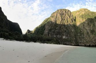 "This undated handout photo distributed by the Thai National Park, Wildlife and Plant Conservation Department on October 3, 2018 shows the beach on Maya Bay closed to visitors on the southern Thai island of Koh Phi Phi. The glittering Thai bay immortalised in the movie ""The Beach"" will be closed indefinitely to allow it to recover from the impact of hordes of tourists, an official said on October 3, as a temporary ban on visitors expired. / AFP PHOTO / Thai National Park, Wildlife and Plant Conservation Department / Handout / -----EDITORS NOTE --- RESTRICTED TO EDITORIAL USE - MANDATORY CREDIT ""AFP PHOTO / NATIONAL PARK, WILDLIFE AND PLANT CONSERVATION DEPARTMENT"" - NO MARKETING - NO ADVERTISING CAMPAIGNS - DISTRIBUTED AS A SERVICE TO CLIENTS"