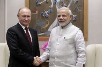 Russian President Vladimir Putin and Indian Prime Minister Narendra Modi meet in New Delhi on October 4, 2018. / AFP PHOTO / SPUTNIK / Mikhail METZEL
