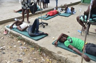 Patients are treated in the yard of the Immaculate Conception Hospital in the city of Port-de-Paix, on October 7, 2018 following the earthquake.    A 5.9-magnitude earthquake struck off the northwest coast of Haiti late Saturday, killing at least 12 people, injuring more than 130 others and damaging homes in the poverty-stricken Caribbean nation, authorities said.  / AFP PHOTO / HECTOR RETAMAL