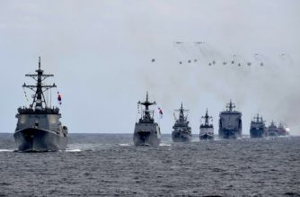 This picture taken on October 9, 2018 shows a rehearsal for an international fleet review off the southern island of Jeju. South Korea on October 10 kicked off an international fleet review involving 13 nations, after Japan bowed out in protest at Seoul's demand it remove a controversial naval flag from Tokyo's warship. / AFP PHOTO / YONHAP / YONHAP /  - South Korea OUT / REPUBLIC OF KOREA OUT  NO ARCHIVES  RESTRICTED TO SUBSCRIPTION USE